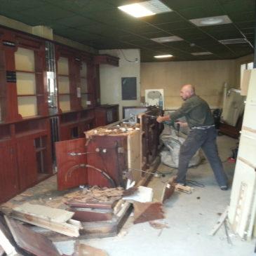 Bonjour à Tous, ce Mercredi Destruction- Démolition d'un Bar à l'hôtel Terminus Gare Perpignan