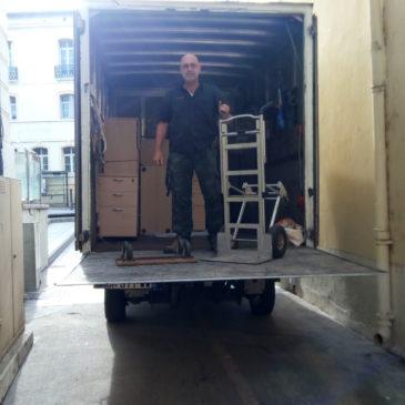 7/7 Services Débarras 66 évacuation cause renouvellement de meubles dans locaux expert finances à Perpignan